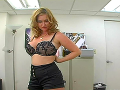 Blonde chubby babe is sucking cock in the office during work time