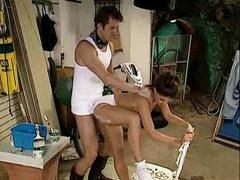Handyman bangs the household hottie..