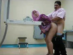 Arab chick takes dick from behind