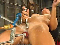 Unbelievable Blonde Teen Inserting Toys in Her Pussy