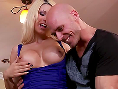 An Amazing Threesome With The Hot Jazy..