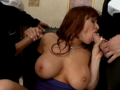 Hot Threesome For A Horny Mommy In..