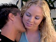Blonde Babe Amber Likes Loud Orgasms